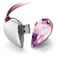 upvoted.top:64GB Shiny Crystal Heart Shape USB Flash Drive with Necklace
