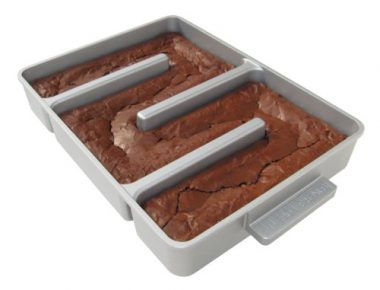 upvoted.top:Baker's Edge Nonstick Edge Brownie Pan